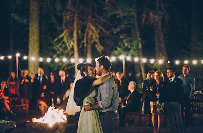 foc de tabara-nunta in gradina (1)