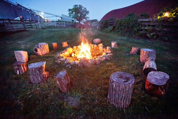 foc de tabara-nunta in gradina (2)