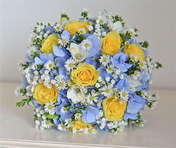 galben albastru nunta in gradina (6)