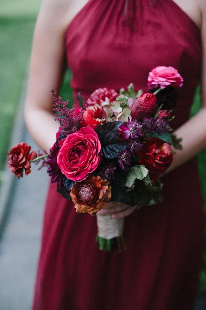 buchet flori rosii-nunta in gradina (11)
