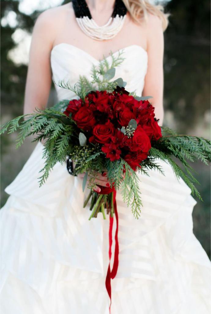 buchet flori rosii-nunta in gradina (12)