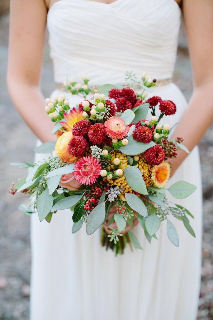 buchet flori rosii-nunta in gradina (13)
