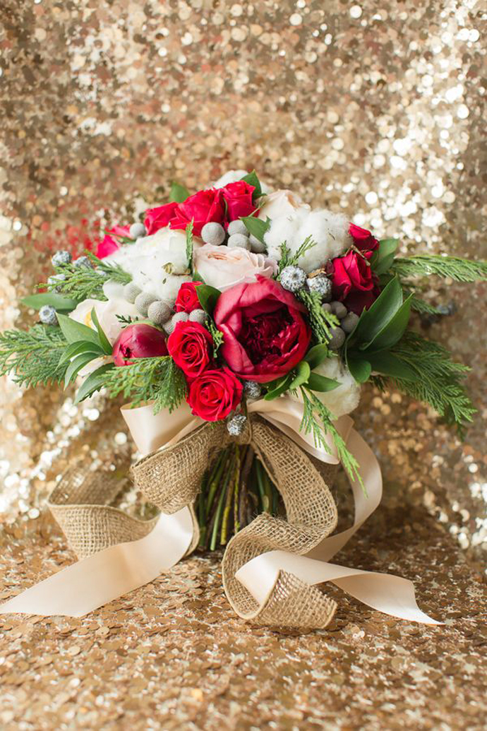 buchet flori rosii-nunta in gradina (15)