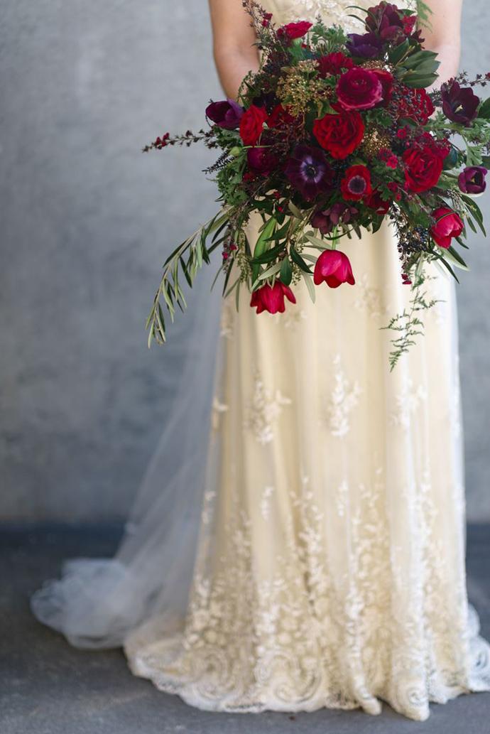 buchet flori rosii-nunta in gradina (17)