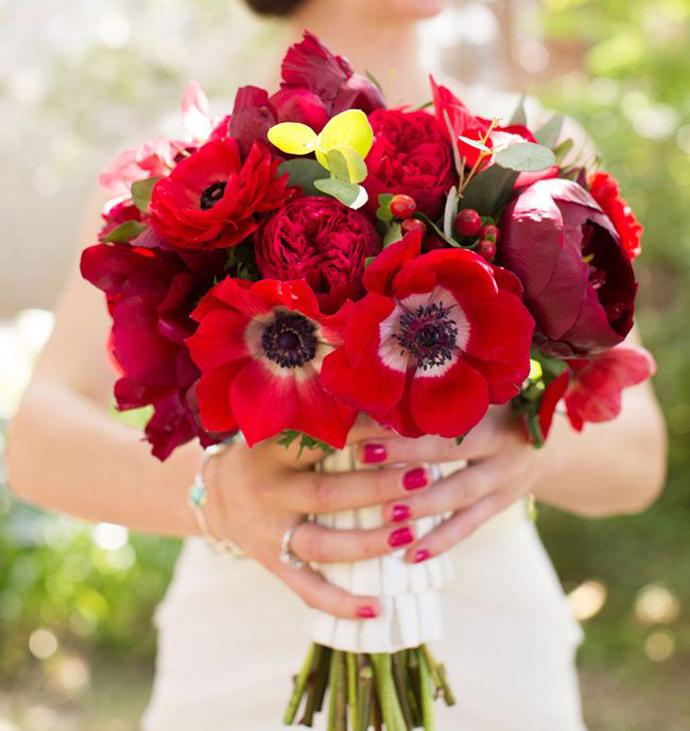buchet flori rosii-nunta in gradina (18)