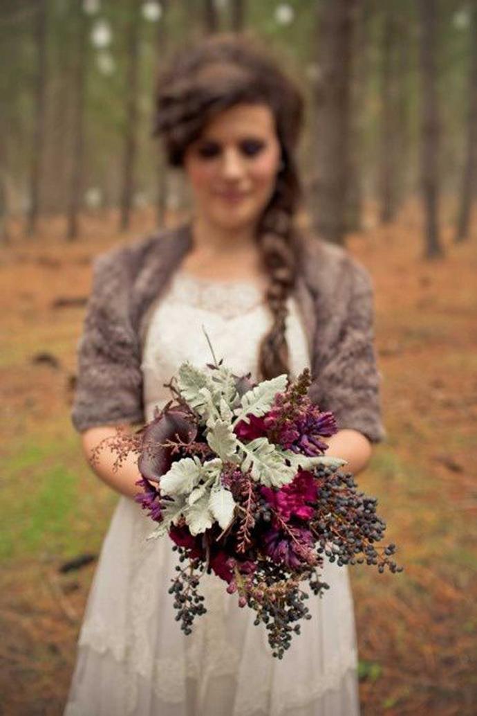 buchet flori rosii-nunta in gradina (2)