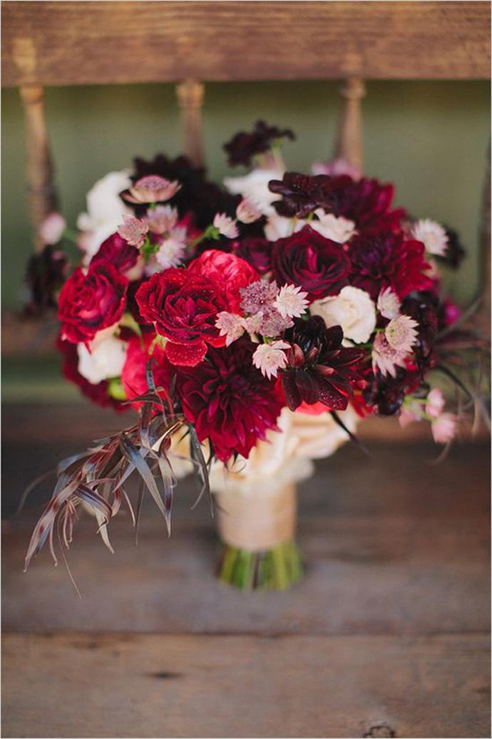 buchet flori rosii-nunta in gradina (20)