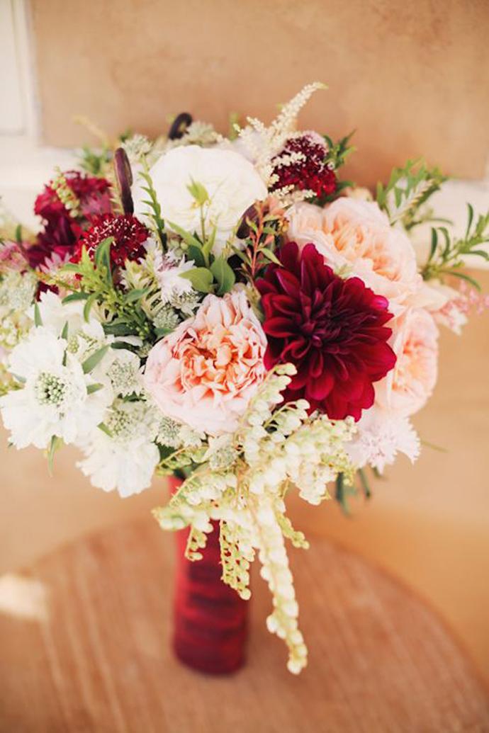 buchet flori rosii-nunta in gradina (3)