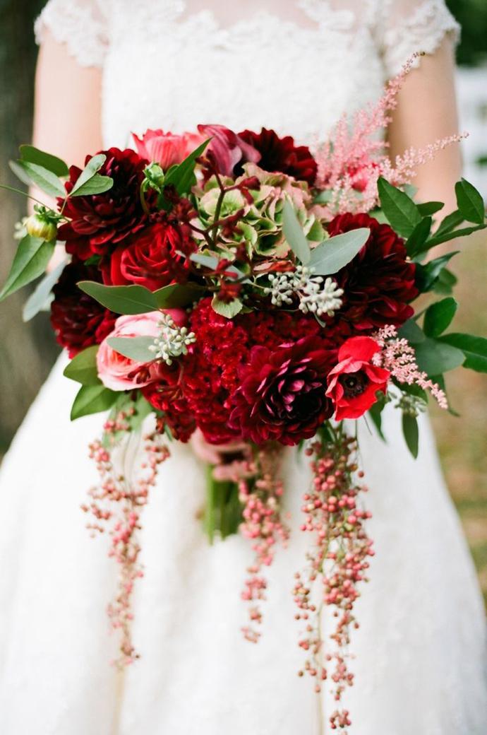 buchet flori rosii-nunta in gradina (6)