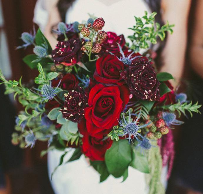 buchet flori rosii-nunta in gradina (7)