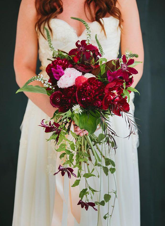 buchet flori rosii-nunta in gradina (8)