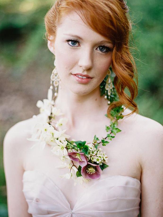 coliere din flori -nunta in gradina (1)