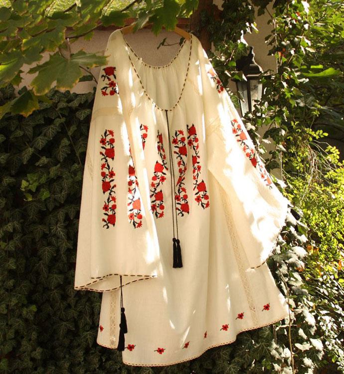 Ia romaneasca-nunta in gradina (12)