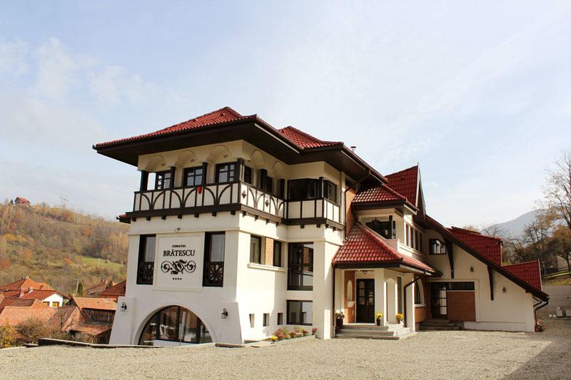 Conacul Brătescu-nunta in gradina (16)