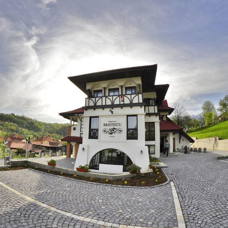 Conacul Brătescu-nunta in gradina (2)