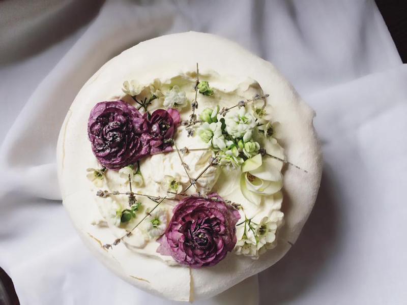 tort de bezea nunta in gradina (15)