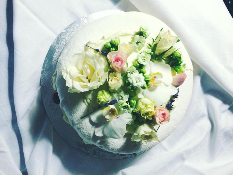 tort de bezea nunta in gradina (2)