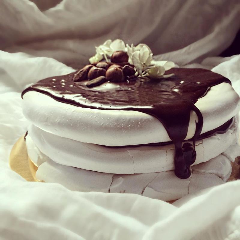 tort de bezea nunta in gradina (9)